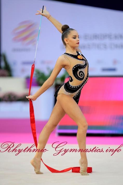 1DinaAverina-RUS.jpg